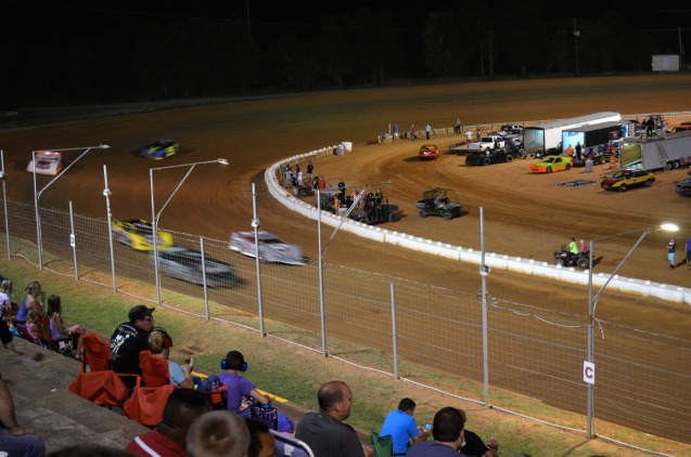 racing-at-east-alabama-motor-speedway
